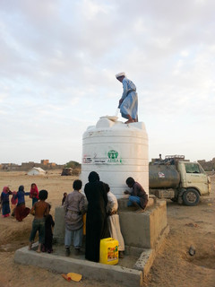 給水タンクへの水の補給.JPG